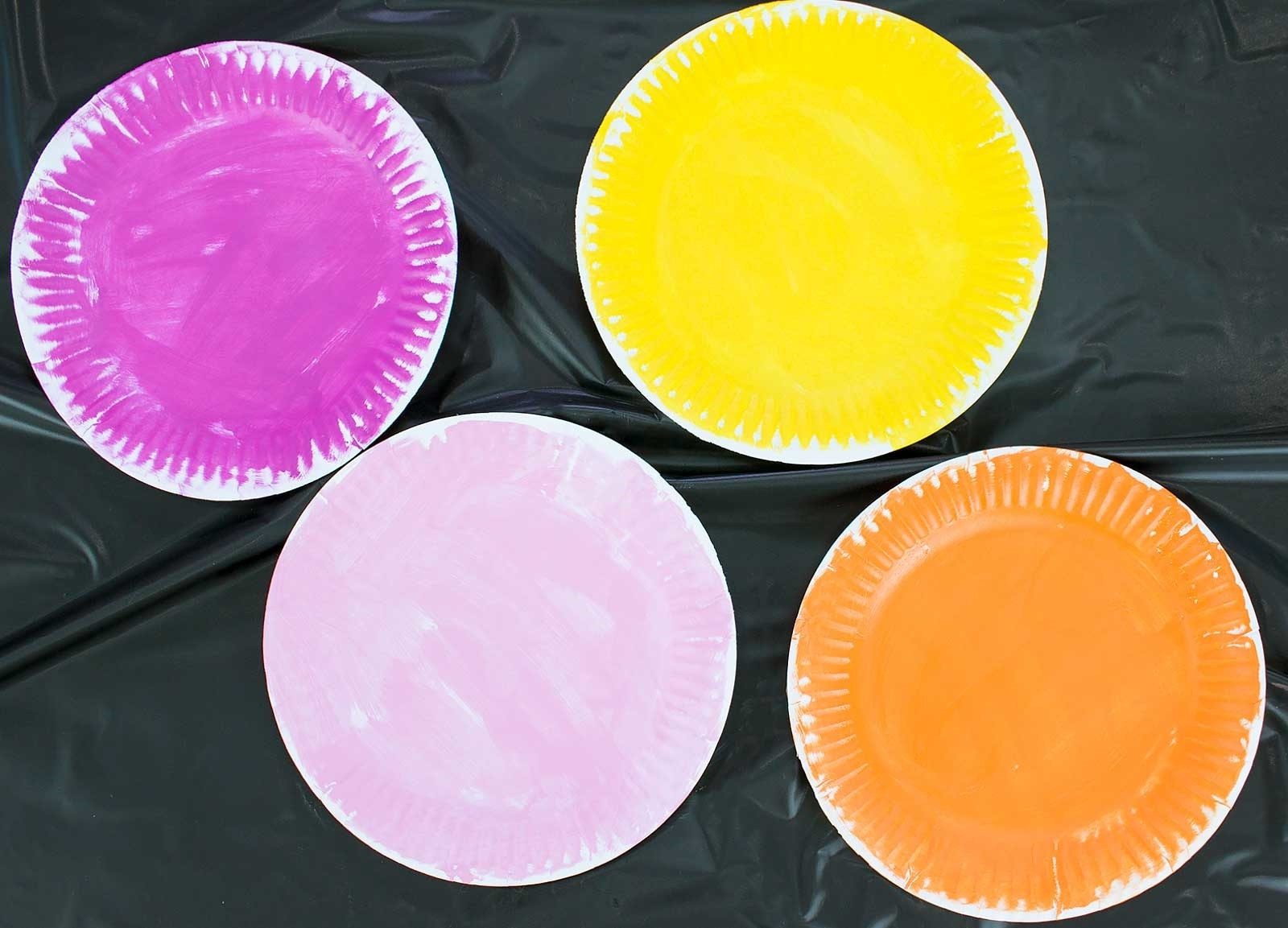 Paper Plate Flowers for Kids Step 2